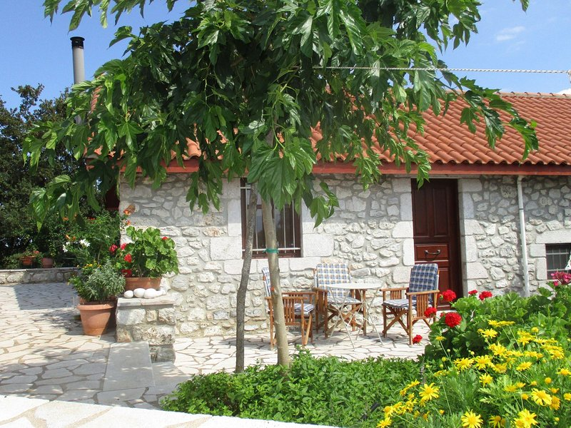 Welcoming Holiday Home with Garden in Leonidio, casa vacanza a Leonidio
