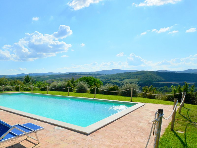 Well-kept holiday home in rustic style with large garden and private pool, holiday rental in Marsciano