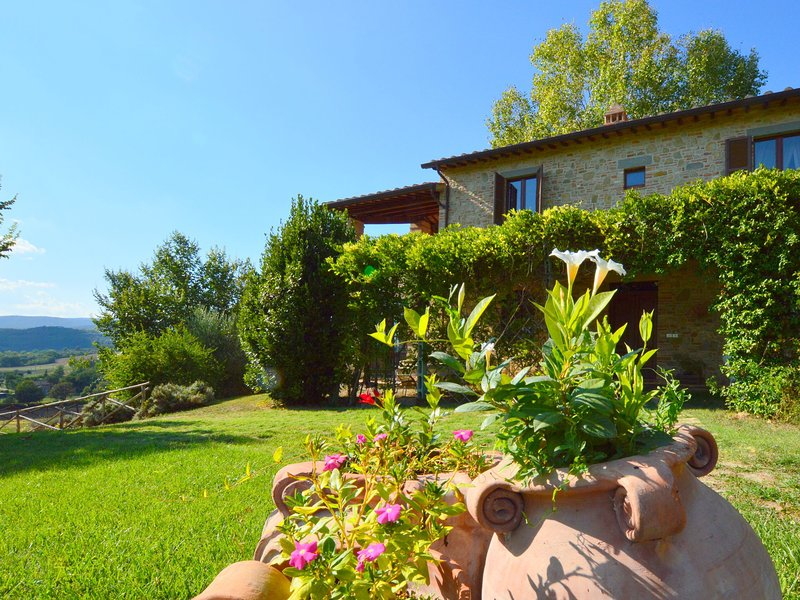 Beautiful Home in the Umbrian countryside with BBQ & Pool, holiday rental in Migliano