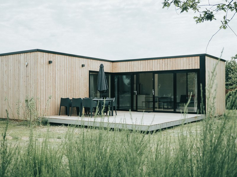 Modern chalet with terrace not far from the beach in Ouddorp, holiday rental in Goedereede