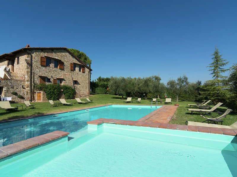 Restored farmhouse with two pools and a BBQ for pleasant summer evenings, vacation rental in Bargino