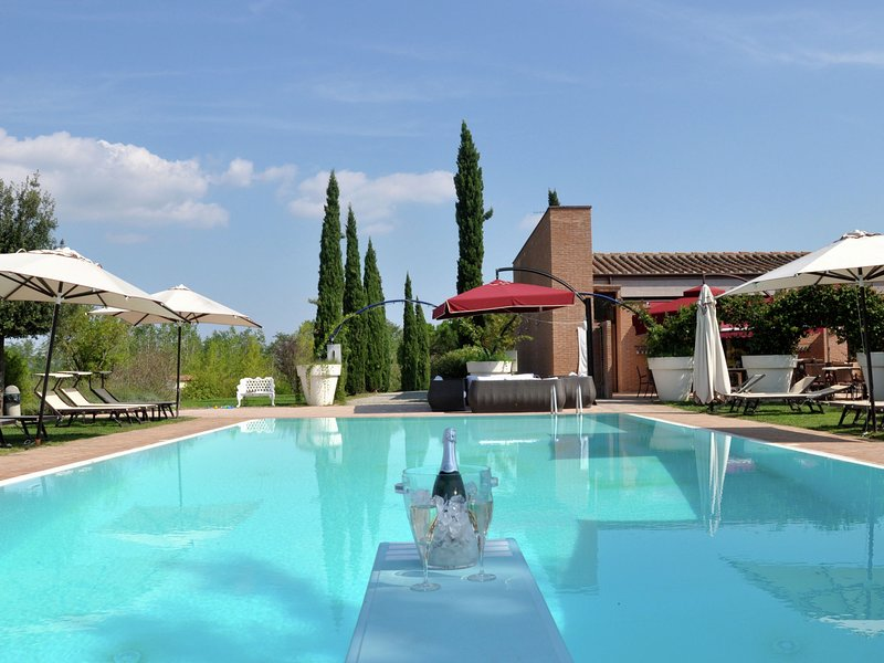 Cozy bungalow with air conditioning and terrace in Tuscany, holiday rental in Capannoli