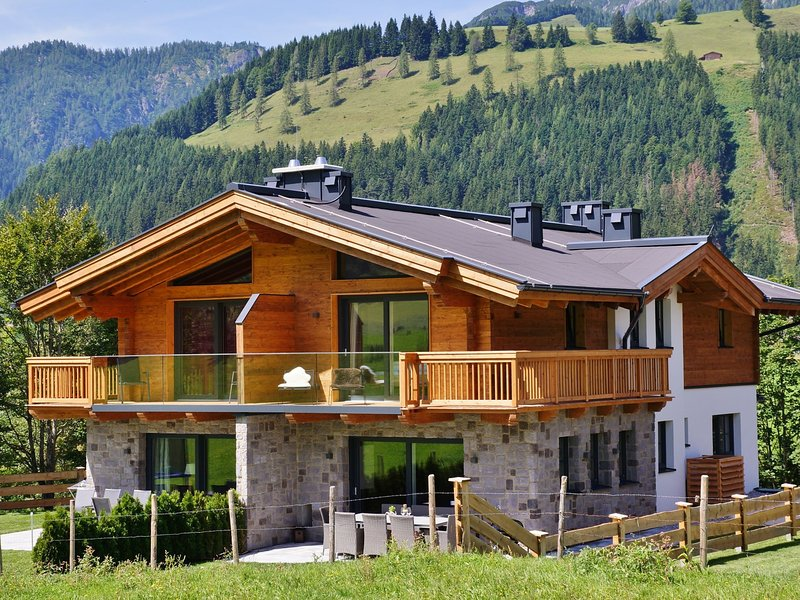 Luxurious Holiday Home in Mühlbach am Hochkönig with Terrace, vacation rental in Muhlbach am Hochkonig