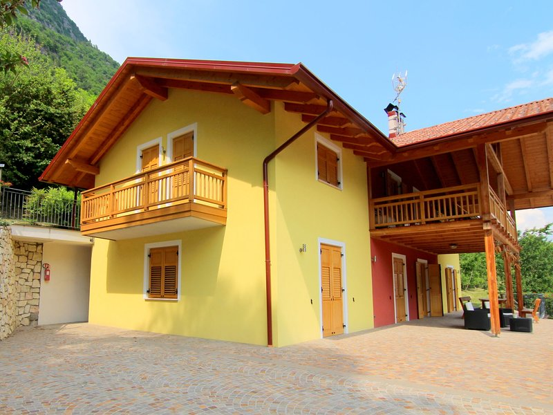 Accommodation with wellness center, in Val di Sole, 1km away from the ski bus, holiday rental in Cles
