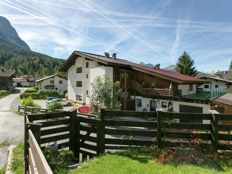 Cosy Apartment in Ehrwald with garden, vacation rental in Obsteig