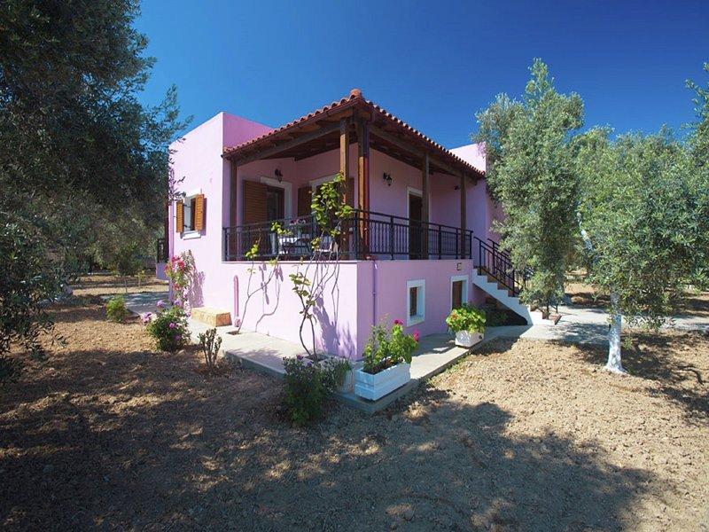 Nice villa on small, beautiful complex of 3 villas, communal pool, NW coast, location de vacances à Asteri