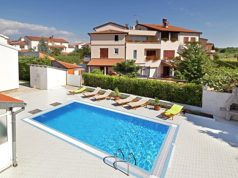 Spacious Villa in Porec Croatia with Pool, location de vacances à Mali Maj