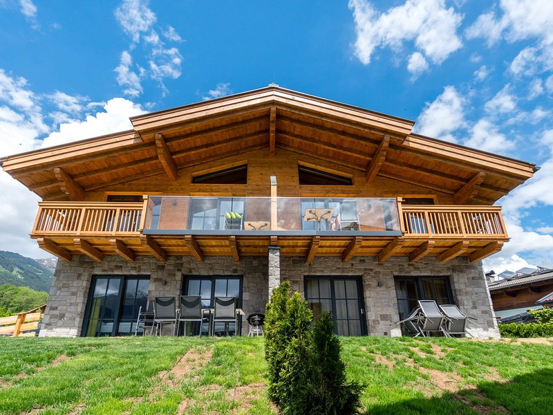 Luxury Holiday Home in Piesendorf with Private Sauna, holiday rental in Piesendorf
