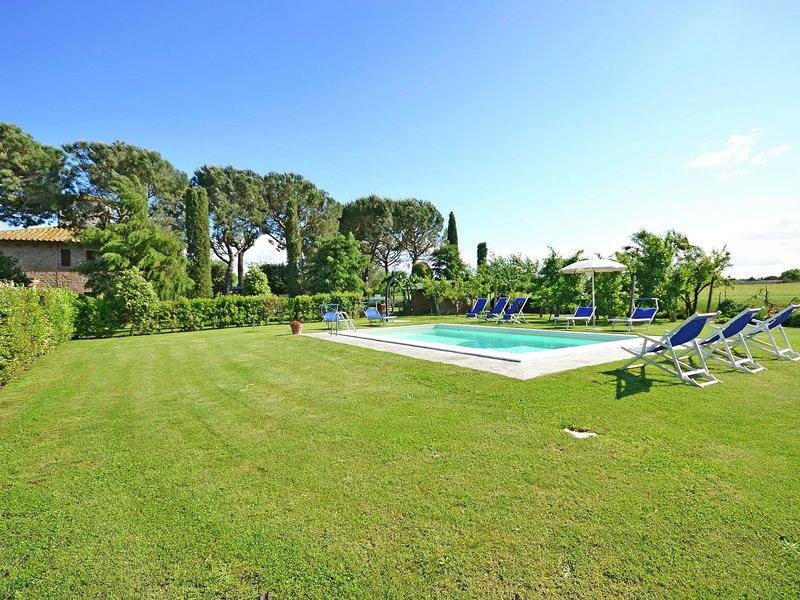 Villa with private pool, 3 km from Cortona in the Tuscan hills, vacation rental in Montecchio