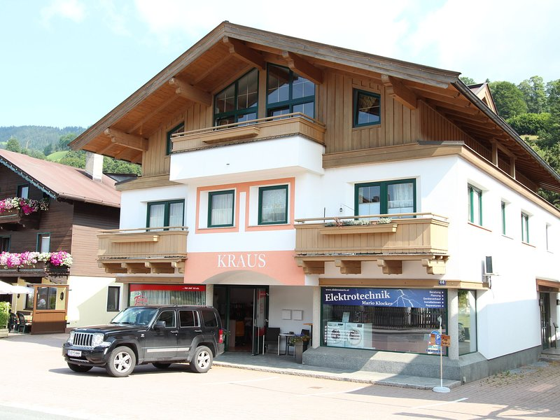 Cozy Apartment near Ski Area and Lake in Tyrol, alquiler vacacional en Brixen im Thale