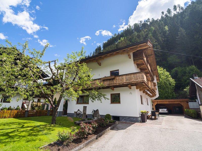 Cozy Apartment in Tyrol with Balcony, aluguéis de temporada em Zell im Zillertal
