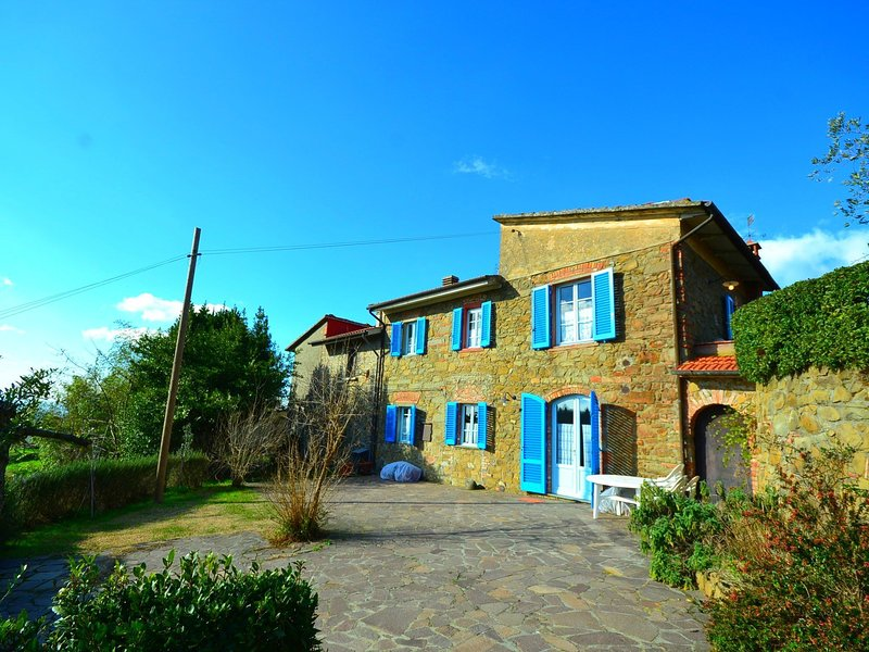 Colourful Apartment in Lamporecchio Tuscany with play Area, vacation rental in Bacchereto