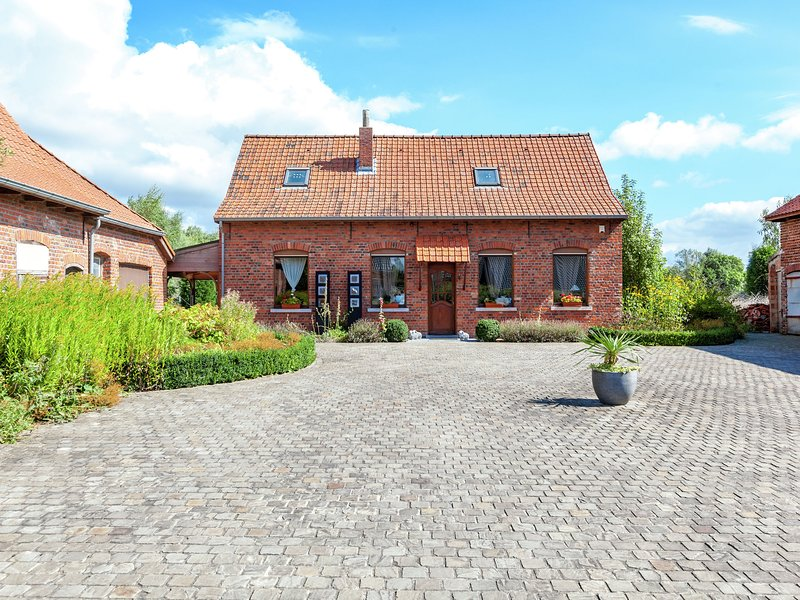 Cozy Holiday Home in Ploegsteert with a Garden, location de vacances à Méteren