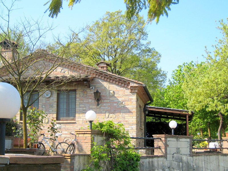 Charming holiday house in a rural setting located on a small estate, holiday rental in Chiusdino