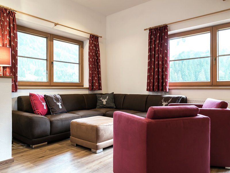 Cozy Holiday Home in Saalbach-Hinterglemm with Terrace, vacation rental in Viehhofen