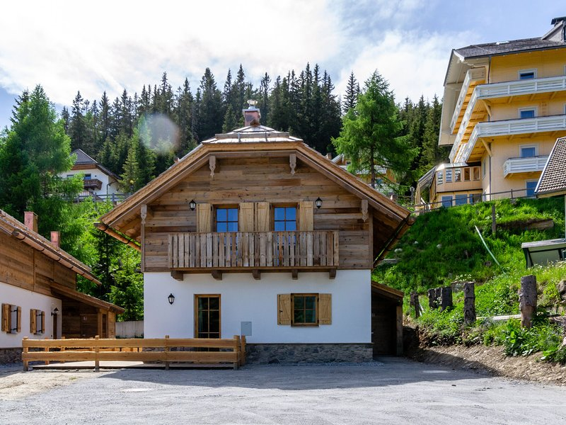 Luxurious Chalet in Rennweg am Katschberg with Balcony, holiday rental in Katschberghohe
