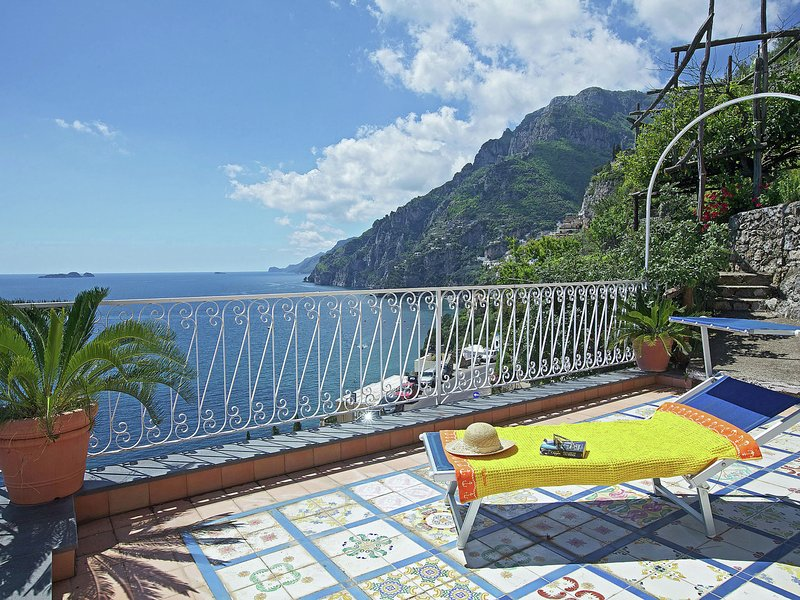 Gorgeous Sea View Holiday Home in Positano, holiday rental in Nocelle