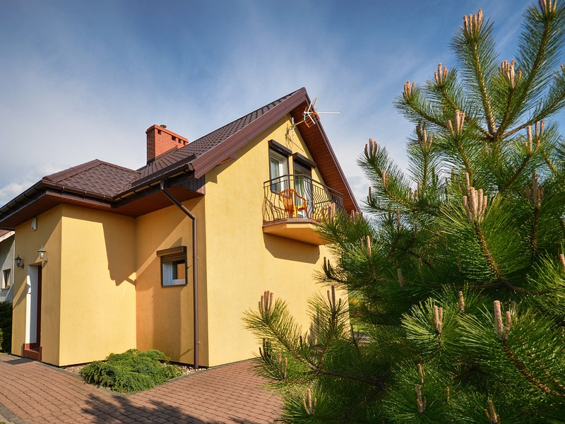 Large Holiday Home in Jaroslawiec with Barbecue, vacation rental in Lacko