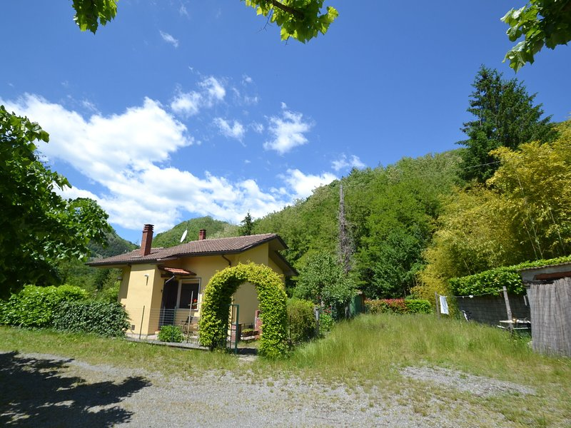 Independent mountain cottage with private garden, away from everything!, vacation rental in Abetone