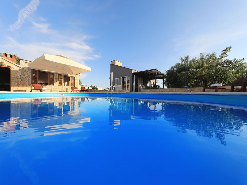 Modern countryside villa 7km from sea, private swimming pool, lovely guesthouse, holiday rental in Polaca