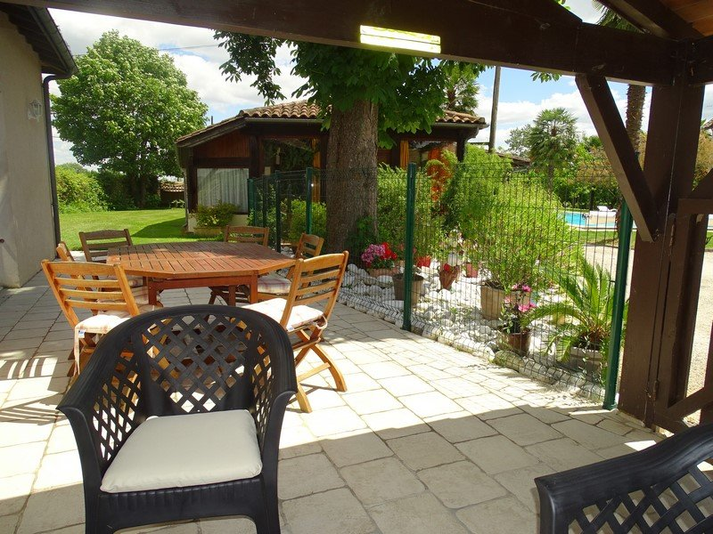 Spacious house with shared pool, holiday rental in Castelmoron-sur-Lot