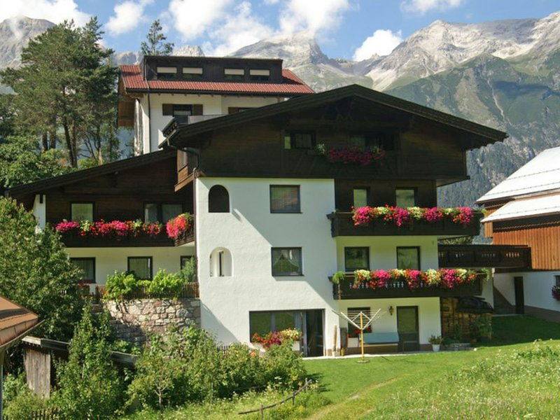 Lovely Apartment near Ski Area in Tobadill, location de vacances à Strengen