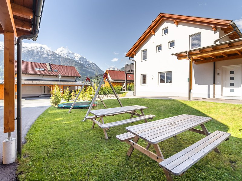 Super combination of two semi-detached chalets in an area that offers everything, holiday rental in Kotschach