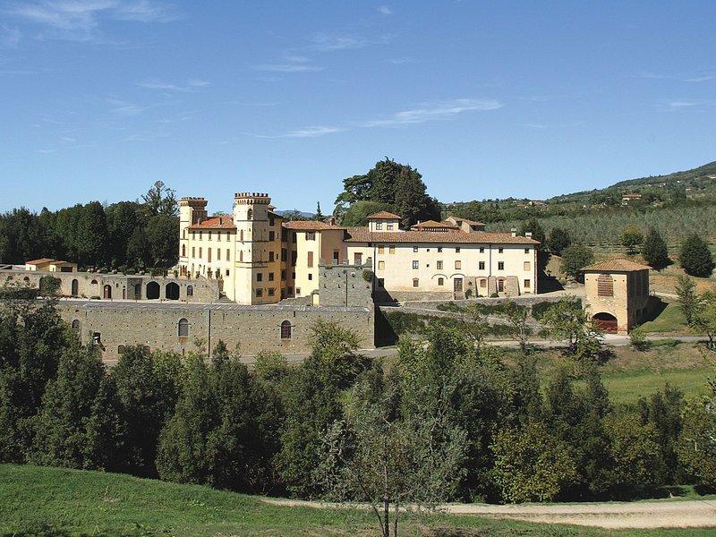 Peaceful Mansion in Reggello, with swimming pool, alquiler vacacional en San Donato Fronzano