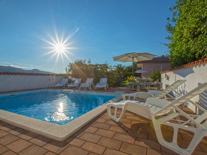 Adorable  holiday home with private pool and terrace with barbecue!, holiday rental in Kamenjak