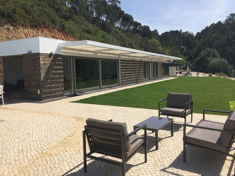 Comfortable villa near Nazaré with private swimming pool, garden and great view, location de vacances à Barrio