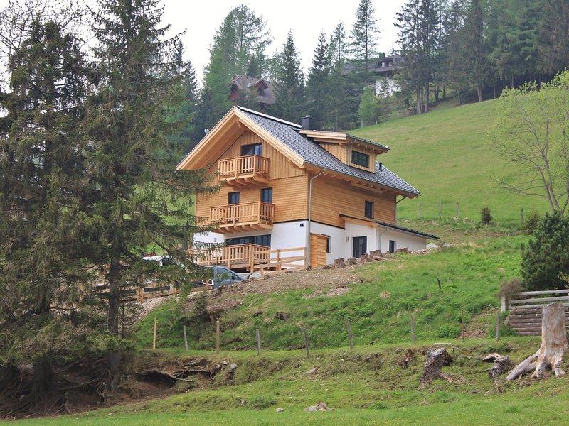 Modern Chalet with Sauna near Ski Area in Carinthia, casa vacanza a Kleinkirchheim