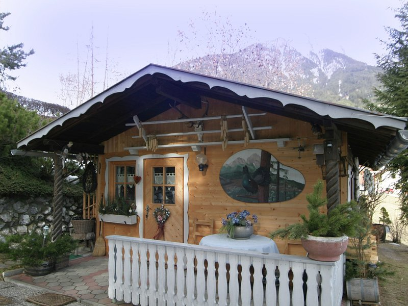 Cozy Chalet in Karrösten with Forest Nearby, Ferienwohnung in Őtztal