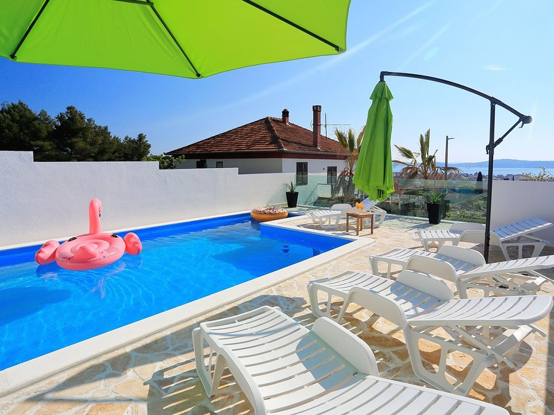 Modern Apartment in Bibinje with Pool, vacation rental in Bibinje