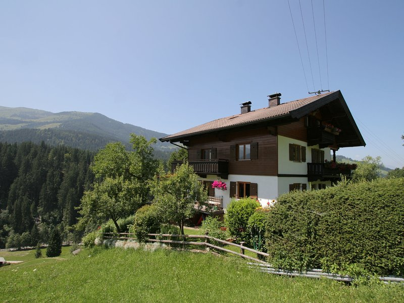 Sunny Apartment in Westendorf Tyrol with Balcony, holiday rental in Aschau bei Kirchberg