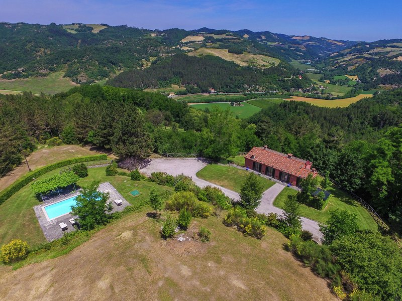 Spacious Villa in Marradi with Swimming Pool, holiday rental in Palazzuolo Sul Senio
