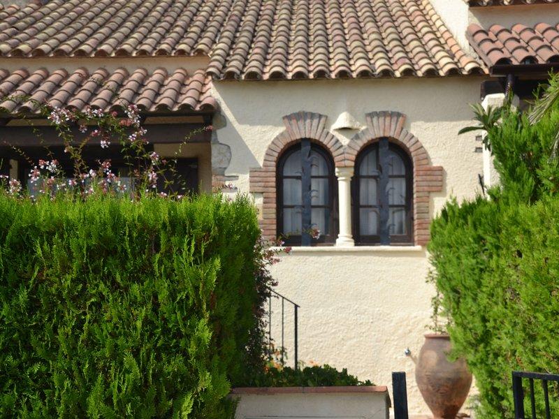 Cozy Holiday Home in L'Estartit with Swimming Pool, alquiler de vacaciones en La Torre Vella