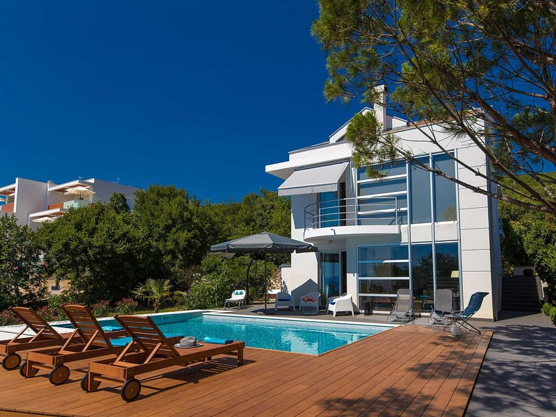 Modern villa with private pool and jacuzzi,350m distant from the sea ! – semesterbostad i Dramalj