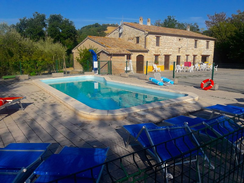 Modern Holiday Home in Isola di Fano Italy with Pool, alquiler vacacional en Bellaguardia