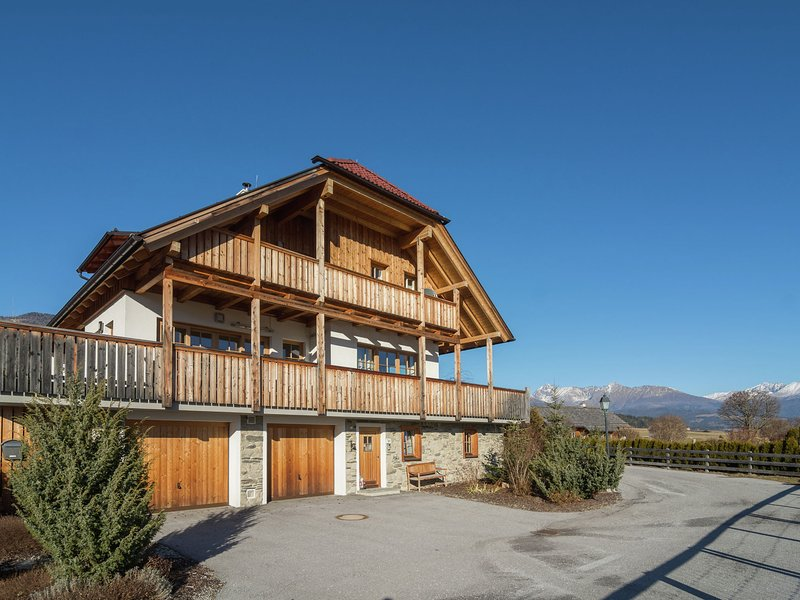 Modern Chalet with Sauna near Ski Area in Mauterndorf, vacation rental in Mauterndorf