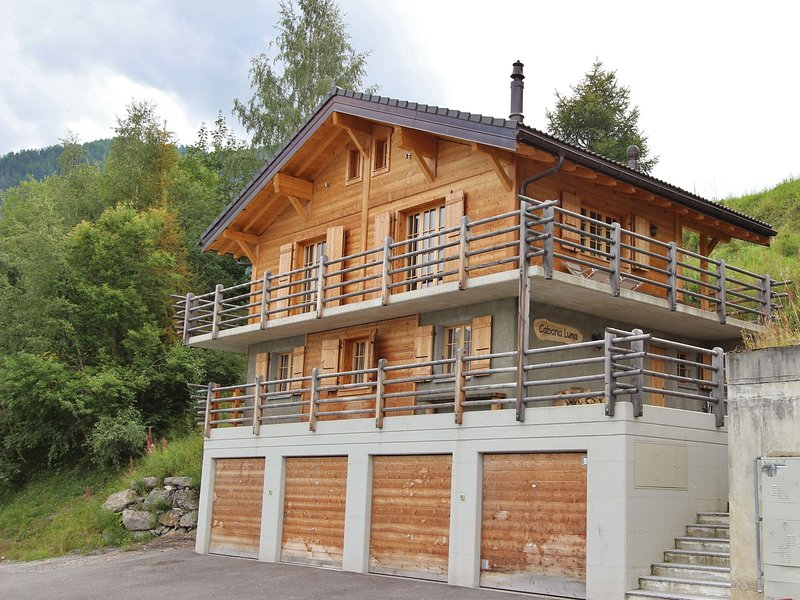 A beautifully located, detached chalet with delightful views in La Tzoumaz., holiday rental in Riddes