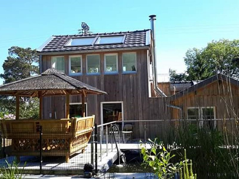 Spacious Chalet in Jalhay with Jacuzzi, vacation rental in Limbourg