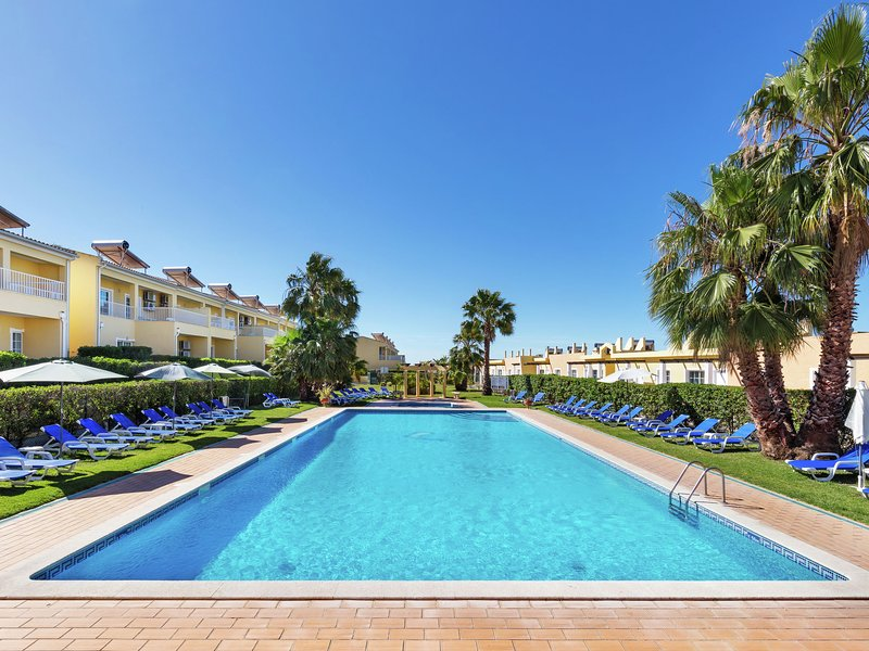 Luxury 2 bedroom apartments in Pera five minutes from Praia Grande beach, holiday rental in Pera