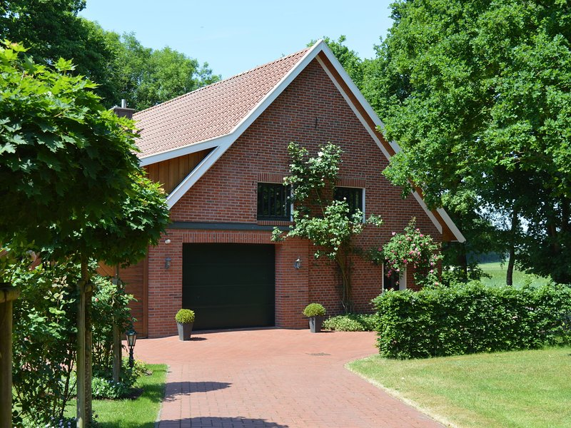 Detached country house in the Oldenburg Münsterland with stove, terrace and gar, casa vacanza a Thulsfeld