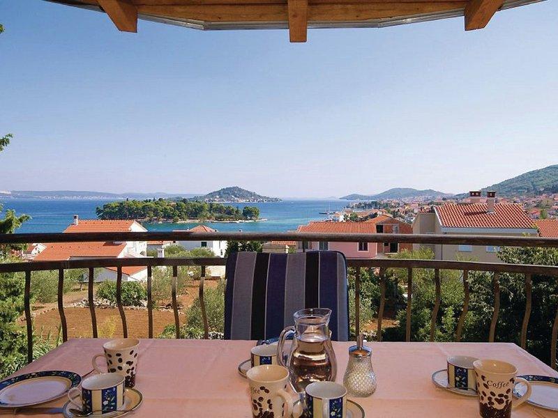 Very pleasant holiday house with sea view located in Preko on the island Ugljan, holiday rental in Polvljana
