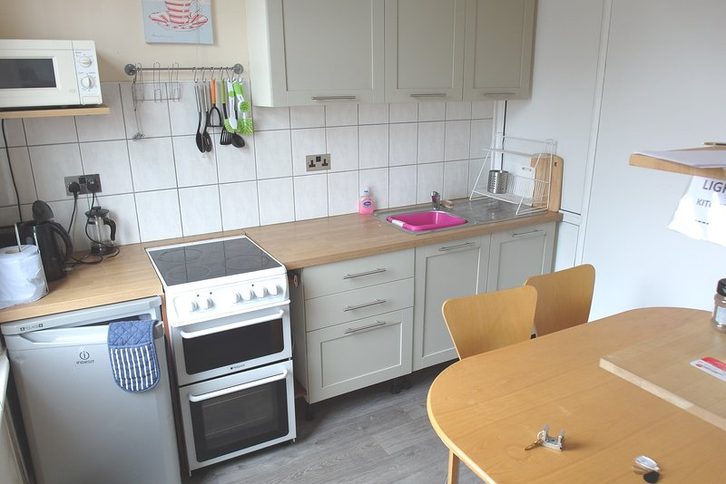 Coventry Working or Visiting Five Bed Rooms Sleeps Seven (Single Beds), holiday rental in Ansty