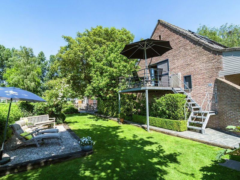 Cozy Apartment in Maldegem with a View of the Meadow, holiday rental in Aardenburg