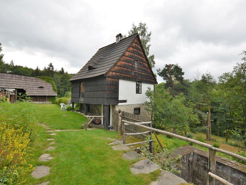Vintage Holiday Home in Nejdek with Sauna, casa vacanza a Kraslice