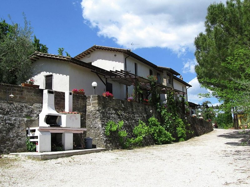 Country House with swimming pool, garden with Mediterranean plants, restaurant, vacation rental in Bettona