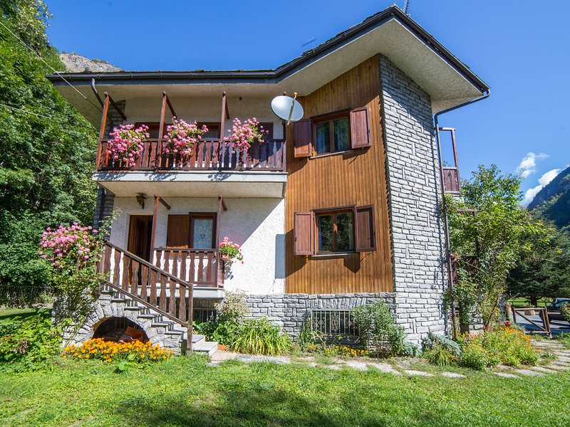 Cozy Holiday Home in Poutaz near Ski Area, location de vacances à Chamois