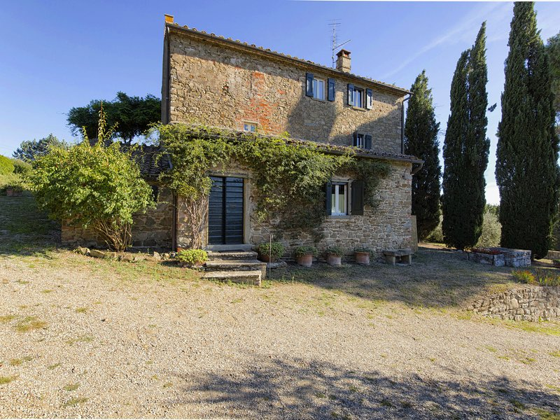 Stunning villa with terrace and private pool in Tuscan hills, holiday rental in Montalla